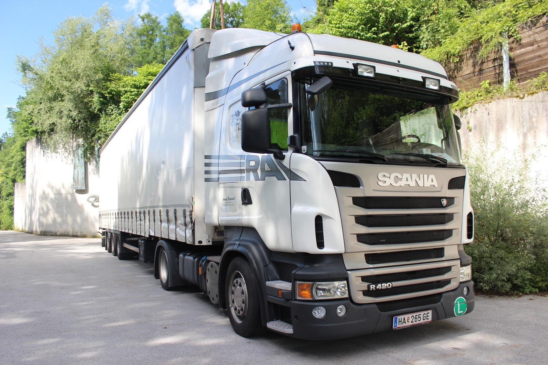 Vorderansicht eines Lastkraftwagens von Anton Rupitsch Transporte